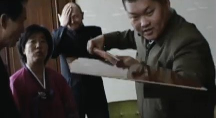 Simon present DPRK's cultural minister with a pizza shovel